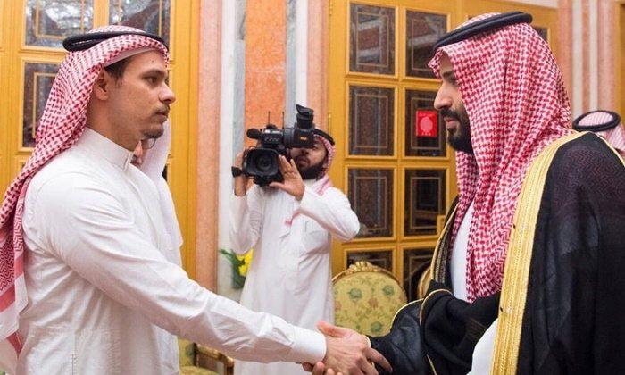 """ลูกชาย """"คาช็อกกี"""" นักข่าวซาอุฯ ได้รับเชิญเข้าเฝ้าและจับมือเจ้าชายซัลมาน"""